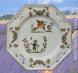 ASSIETTE OCTOGONALE AJOUREE DECOR TRADITION MOUSTIERS