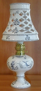 LAMPE BEC PETROLE ABAT JOUR CERAMIQUE DECOR MOUSTIER BLEU PM