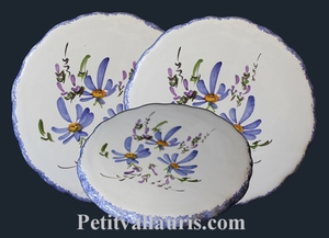 STYLE DISH BELOW BLUE FLOWERS DECORATION