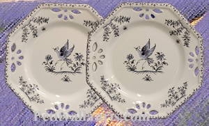 ASSIETTE OCTOGONALE AJOUREE DECOR TRADITION MOUSTIER BLEU PM