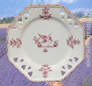ASSIETTE OCTOGONALE AJOUREE DECOR TRADITION MOUSTIER ROSE PM