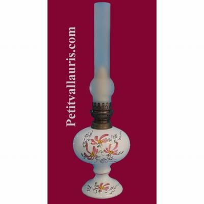 LAMPE BEC A PETROLE DECOR FLEURS ROSES