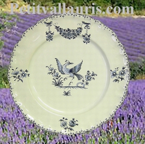 ASSIETTE MODELE LOUIS XV DECOR TRADITION MOUSTIER BLEU D21,5
